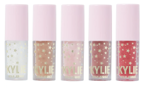 """<p><strong>Kylie Cosmetics</strong></p><p>Ulta</p><p><strong>$32.00</strong></p><p><a href=""""https://go.redirectingat.com?id=74968X1596630&url=https%3A%2F%2Fwww.ulta.com%2Fholiday-mini-gloss-set%3FproductId%3Dpimprod2019573&sref=https%3A%2F%2Fwww.seventeen.com%2Fbeauty%2Fmakeup-skincare%2Fadvice%2Fg2056%2Fbeauty-gifts%2F"""" rel=""""nofollow noopener"""" target=""""_blank"""" data-ylk=""""slk:SHOP NOW"""" class=""""link rapid-noclick-resp"""">SHOP NOW</a></p><p>You can't go wrong with a Kylie lippie set. Especially with this one, which has the most wearable holiday shades.</p>"""
