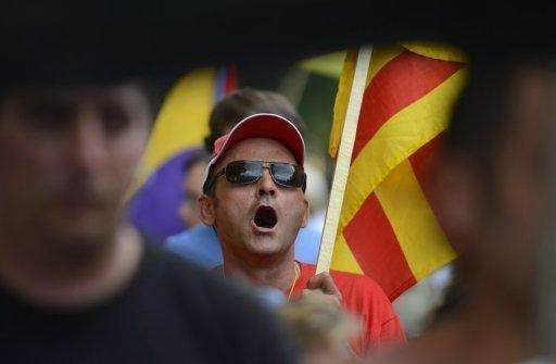Spain borrowing costs push higher, rattling eurozone