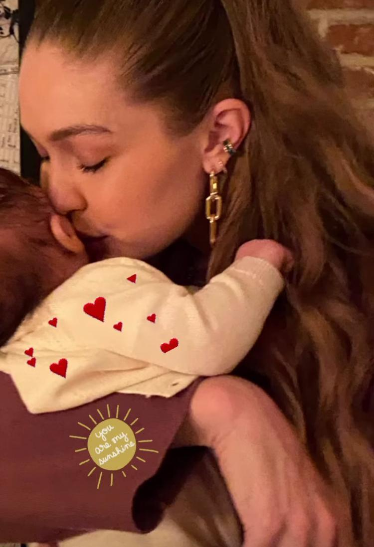 <p>Baby kisses are the best kisses! </p>