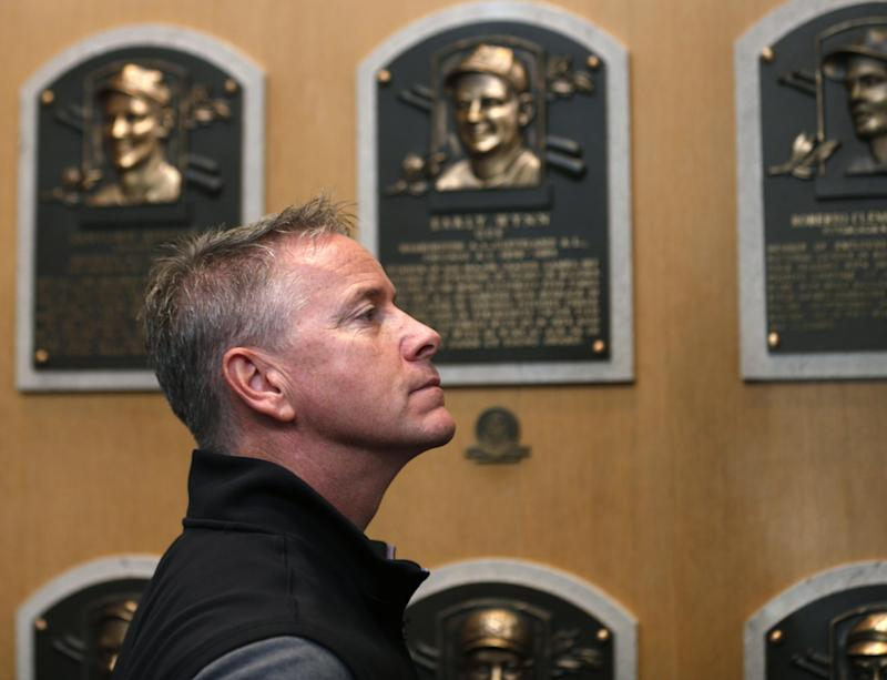 Still amazed, Glavine tours baseball Hall of Fame