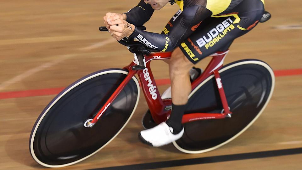 2015: Jack Bobridge had a failed attempt on a Cervelo T4, posting a distance of 51.3km