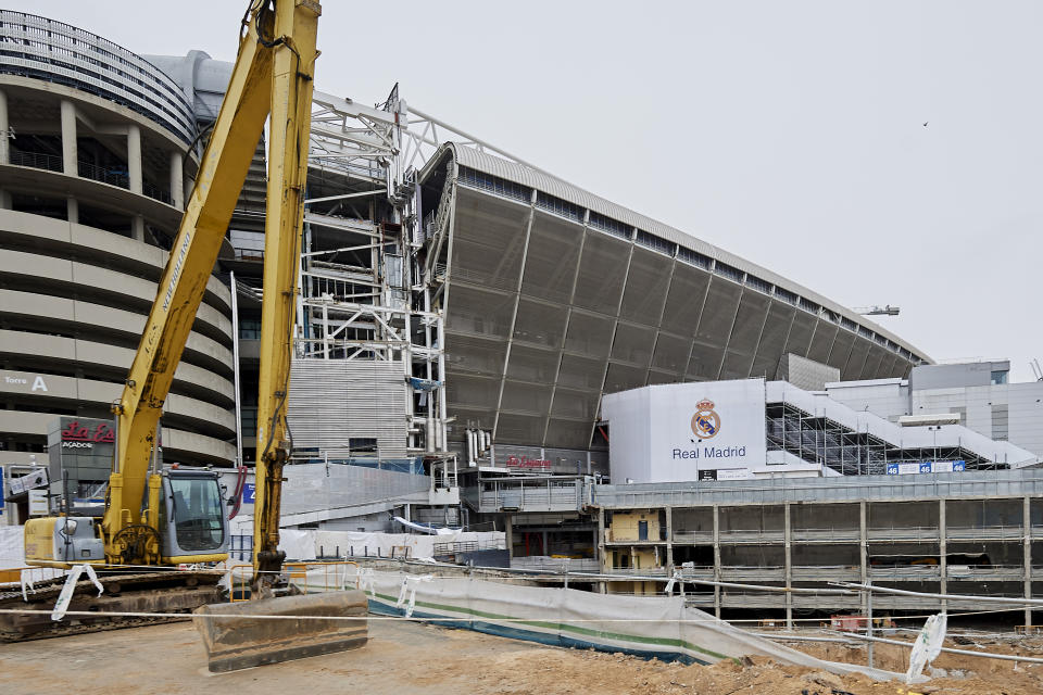 MADRID, SPAIN - MARCH 30: The works at the Santiago Bernabéu stadium are stopped by the Coronavirus (COVID-19), due to an increase of confinement by the government on March 30, 2020 in Madrid, Spain. Spain ordered all non-essential workers to stay home for two weeks to help slow the Coronavirus (COVID-19) pandemic, which has killed more than 6,000 people in the country. (Photo by Carlos Alvarez/Getty Images)