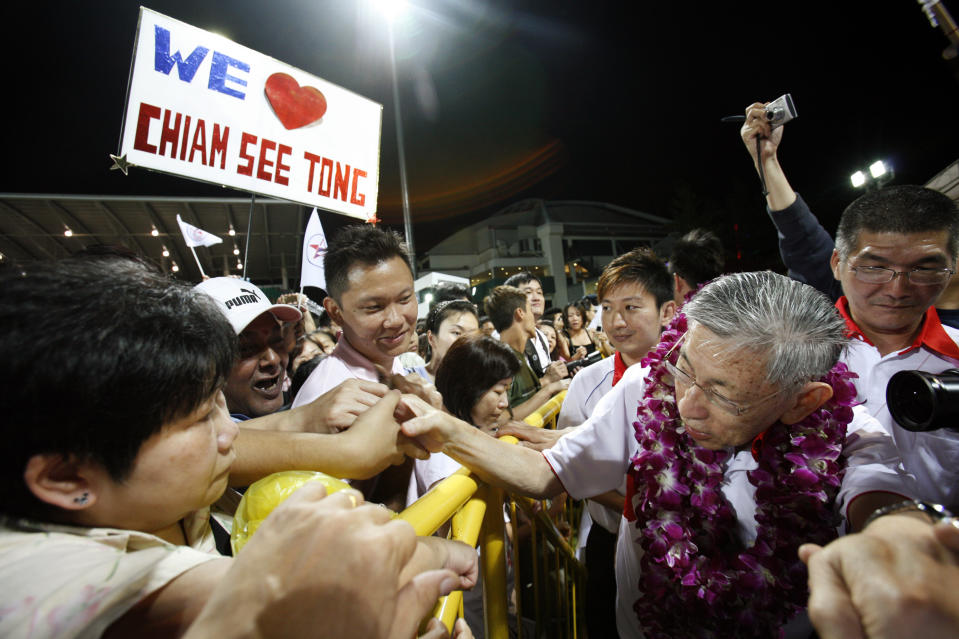 SPP leader Chiam See Tong (right) shakes hands with supporters after an election rally in Singapore on 2 May, 2011. (Reuters file photo)