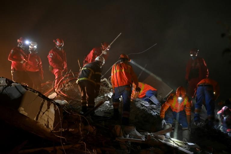 Searchers in Turkey quake