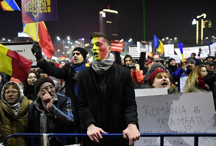 Thousands of demonstrators took to the streets of Bucharest to protest against controversial decrees to pardon corrupt politicians (AFP Photo/DANIEL MIHAILESCU)