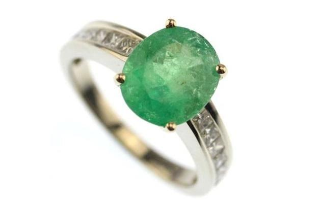 4ct white gold emerald and diamond ring. Image: Cash Converters