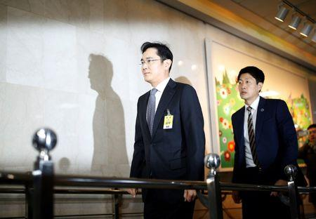 Samsung leader named a suspect in South Korea political probe