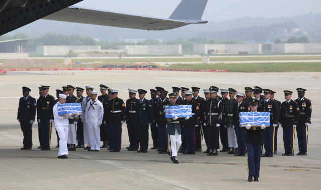 <p>U.N. honor guards carry the boxes containing remains believed to be from American servicemen killed during the 1950-53 Korean War on the arrival from North Korea, at Osan Air Base in Pyeongtaek, South Korea, Friday, July 27, 2018. (Photo: Ahn Young-joon, Pool/AP) </p>