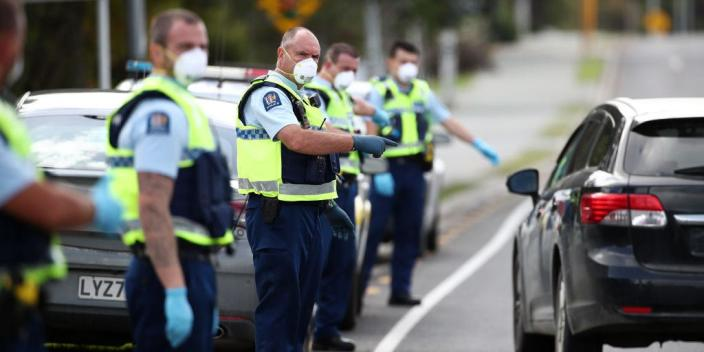 Police stop vehicles to heading north on state highway one at Warkworth on April 09, 2020 in Auckland, New Zealand.