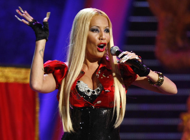 Ivy Queen performs at the 8th annual Latin Grammy Awards in Las Vegas, November 8, 2007. REUTERS/Mike Blake (UNITED STATES)