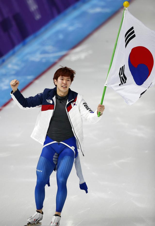 Speed Skating - Pyeongchang 2018 Winter Olympics - Men's 1000m competition finals - Gangneung Oval - Gangneung, South Korea - February 23, 2018 - Bronze medalist Tae-Yun Kim of South Korea celebrates. REUTERS/Phil Noble