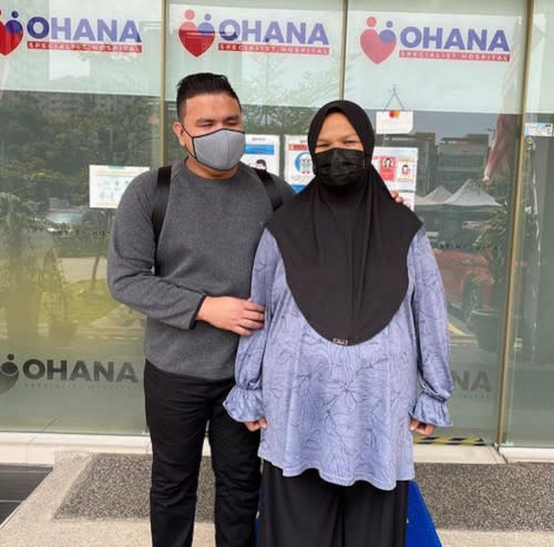 Azmi accompanied his wife for her pregnancy check up last month