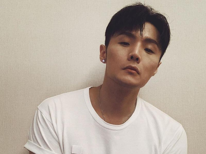"""Li Ronghao promises he will """"come over and perform"""" for his fans the moment the current epidemic passes."""