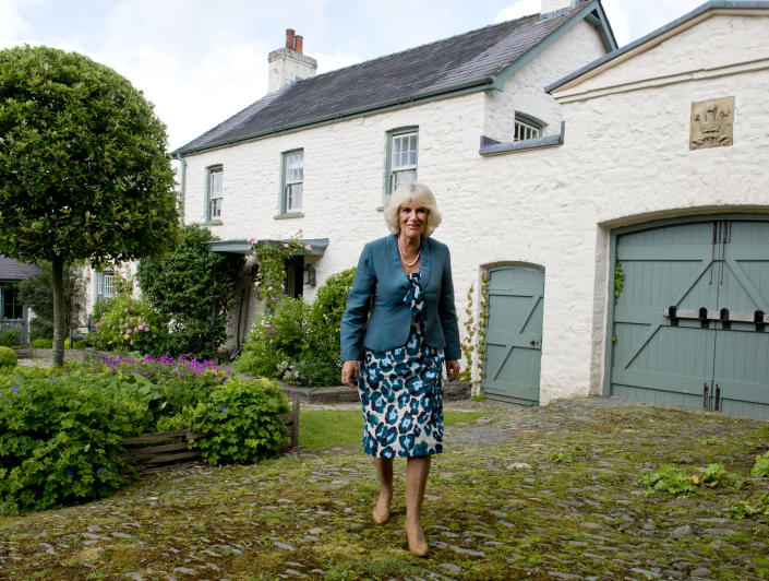 MYDDFAI, WALES - JULY 1:  Camilla, Duchess of Cornwall arrives to host a tea party for children and their families from the 'Dreams and Wishes' charity which supports seriously ill young people on July 1, 2013 in Llwynywermod, Myddfai, Llandovery, United Kingdom.   (Photo by Arthur Edwards - WPA Pool/Getty Images)