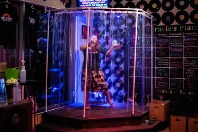 Canadian Karaoke Bar Installs Shower Stall to Let People Sing and Stay Safe in Coronavirus
