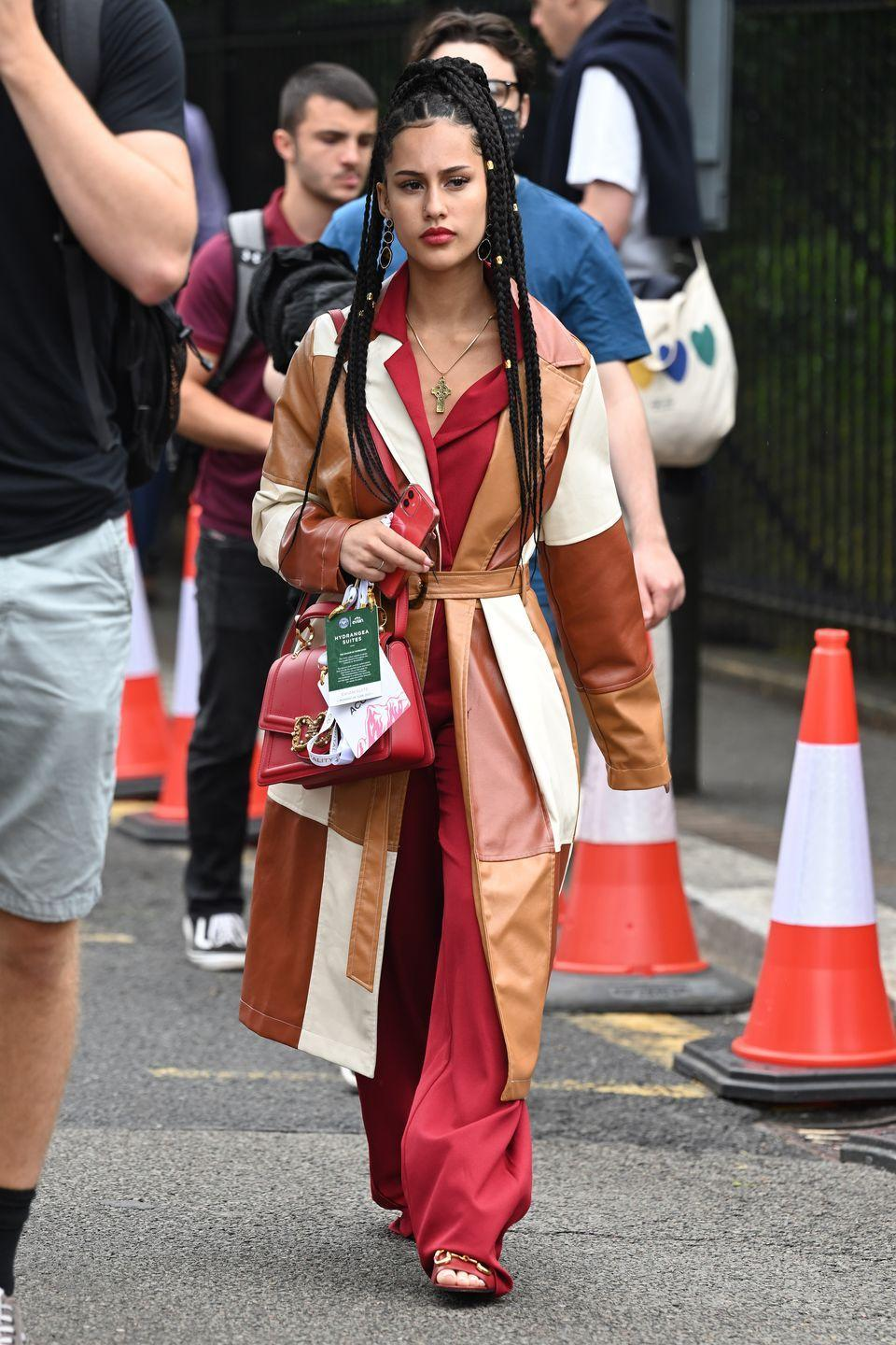 <p>Singer-songwriter AB Keen - sister of Raye - was spotted arriving in bold block-colours. </p>