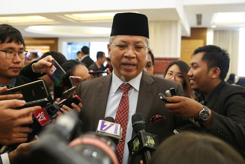 Umno secretary-general Tan Sri Annuar Musa (pic) said he has spoken with Apandi who is currently overseas and admitted that there is some confusion over the matter that will be clarified when the latter returns to Malaysia. — Picture by Yusof Mat Isa