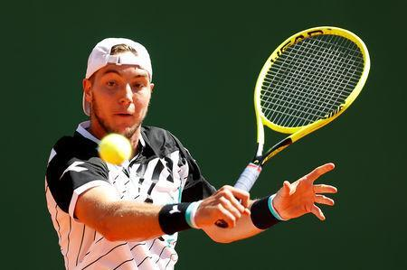 Tennis - ATP 1000 - Monte Carlo Masters - Monte-Carlo Country Club, Roquebrune-Cap-Martin, France - April 15, 2019 Germany's Jan-Lennard Struff in action during his first round match against Canada's Denis Shapovalov REUTERS/Eric Gaillard