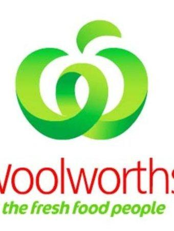 Shopper sues Woolies over slip on grape