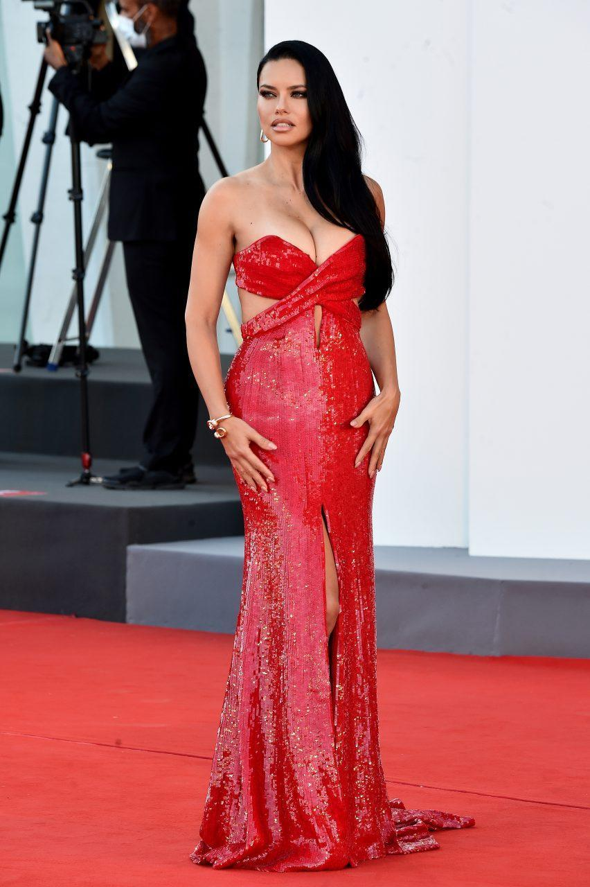 VENICE, ITALY - SEPTEMBER 01: Adriana Lima attends the red carpet of the movie 'Madres Paralelas' during the 78th Venice International Film Festival on September 01, 2021 in Venice, Italy. (Photo by Dominique Charriau/WireImage)