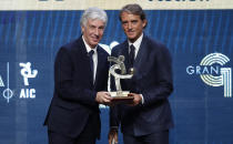 Atalanta coach Gianpiero Gasperini, left, poses with Italy coach Roberto Mancini after winning the trophy for best Italian Serie A coach, during the Gran Gala' soccer awards ceremony, in Milan, Italy, Monday, Dec. 2, 2019. (AP Photo/Antonio Calanni)