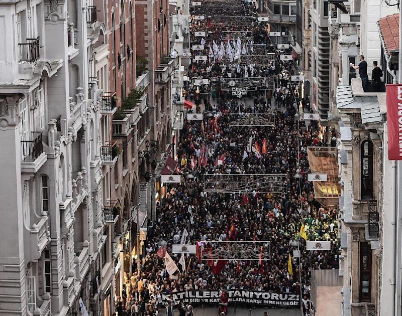 Thousands of protesters take part in a march against the deadly attack earlier in Ankara on October 10, 2015 on Istiklal avenue in Istanbul