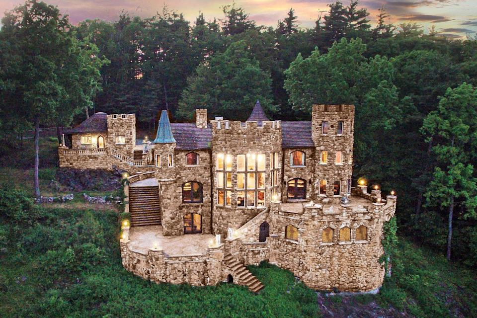 Castle cottage overlooking Lake George in New York