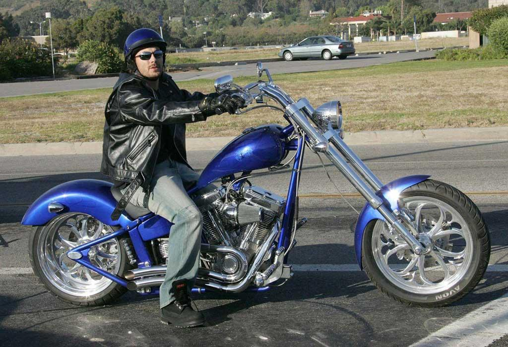 "Kevin Federline thinks he's a cool rider. Can he even handle this piece of machinery? <a href=""http://www.splashnewsonline.com/"" target=""new"">Splash News</a> - October 11, 2006"