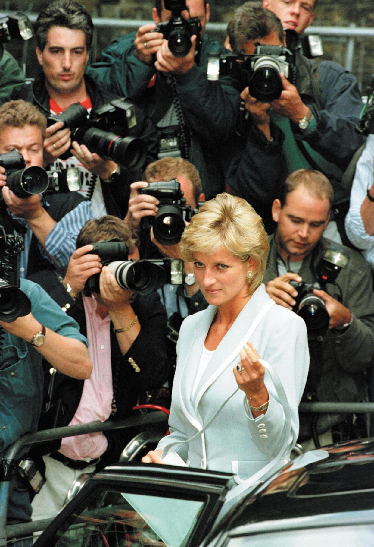 FILE PHOTO - Princess Diana is surrounded by paparazzi as she arrives at the English National Ballet in London, August 28, 1996.  PP04010012  AS