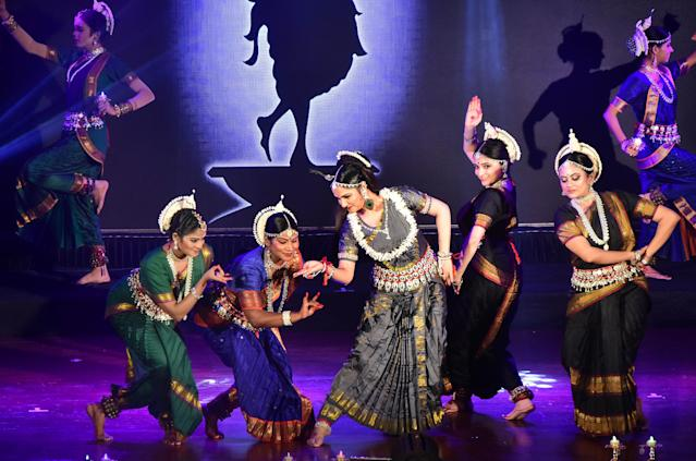 <p>Gracy Singh's dance performance at ISKCON will remind you of her Lagaan days. </p>