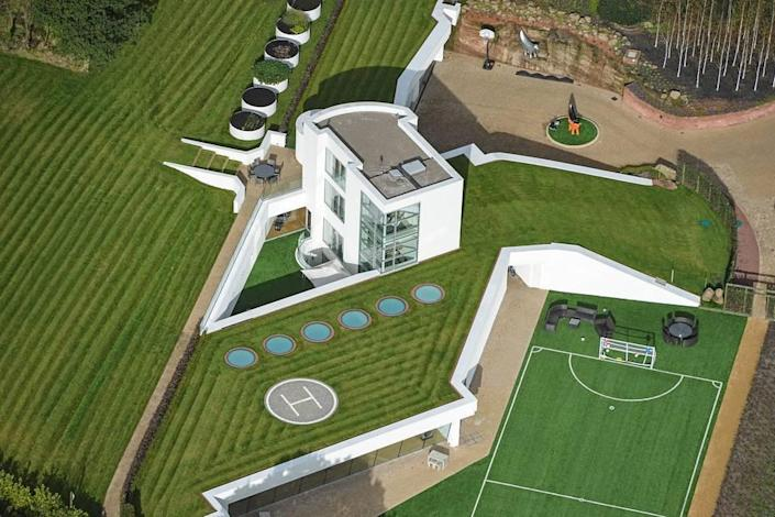 <p>A real estate developer and rugby team owner in Helsby, England, has carved out quite the country manor for himself, with three of its four modern stories underground. <br></p>