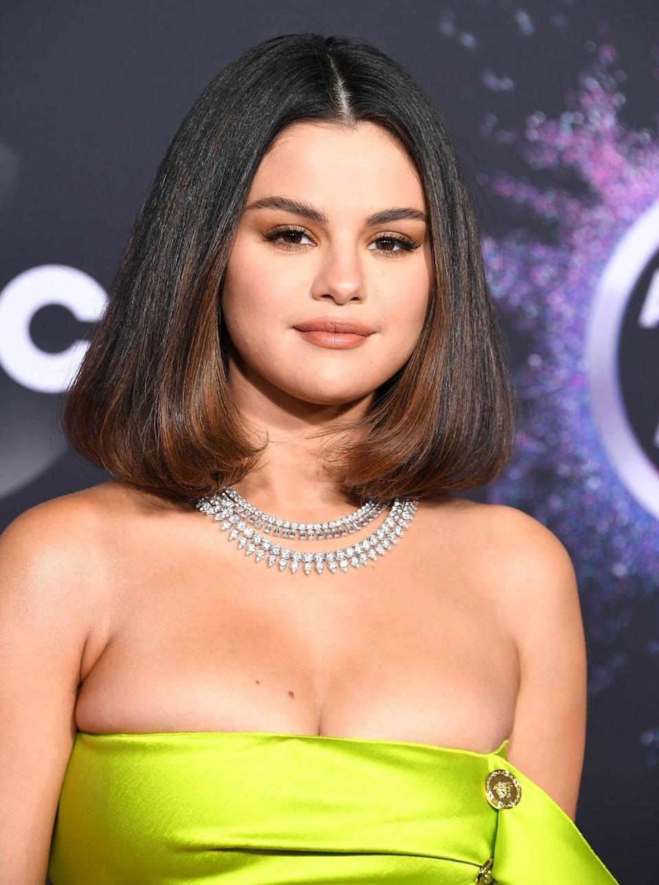 <p>It's official: brunettes have more fun. Just ask former blondes. Who doesn't want to trade golden locks for rich and shiny chocolate tresses?</p>