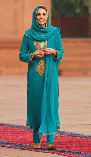 PHOTO: Catherine, Duchess of Cambridge visits the Badshahi Mosque in Lahore, Pakistan Oct. 17, 2019. (Peter Nicholls/Reuters)