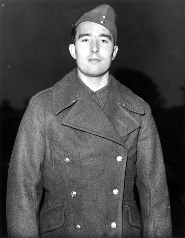 20th December 1939:  Denis Compton, England cricketer and Arsenal footballer is now a  gunner in the army.  (Photo by Fox Photos/Getty Images)