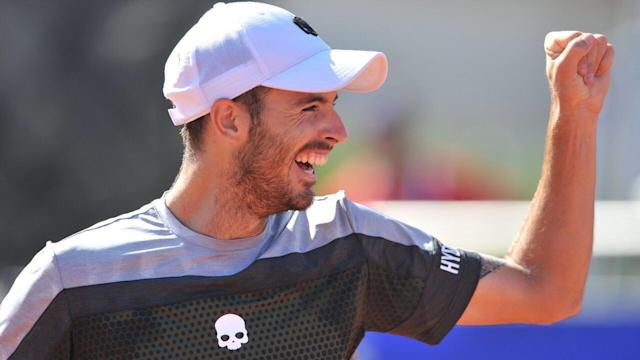 Juan Ignacio Londero broke through for his first trophy as he outlasted countryman Guido Pella 3-6 7-5 6-1 in Cordoba on Sunday.