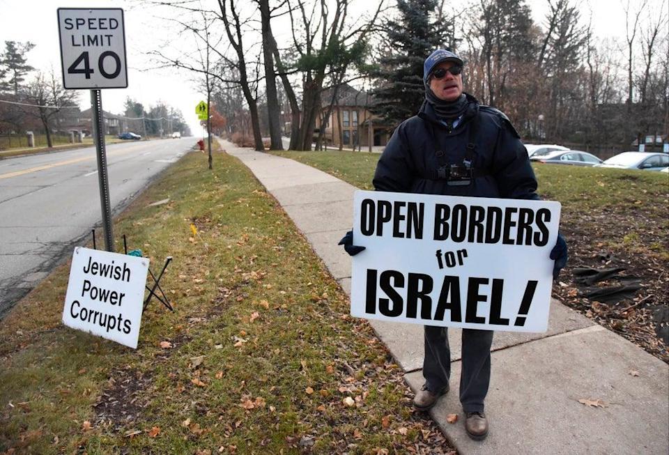 US Synagogue Protests (ASSOCIATED PRESS)