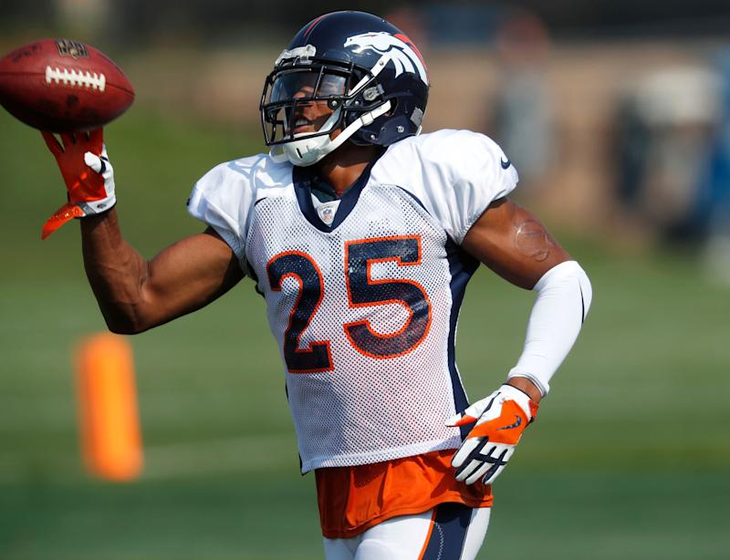 Broncos, Chris Harris Jr. agree to raise, new one-year contract