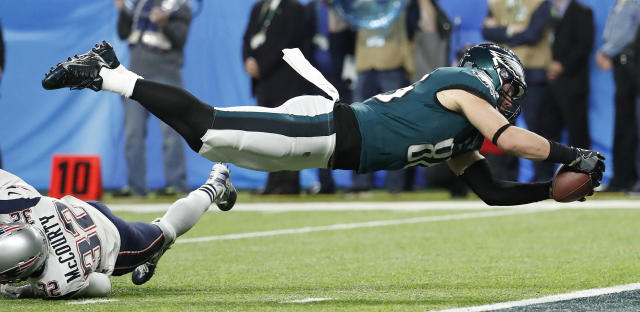 Philadelphia Eagles' Zach Ertz scores during the second half of the NFL Super Bowl 52 football game against the New England Patriots Sunday, Feb. 4, 2018, in Minneapolis. (AP Photo/Matt York)