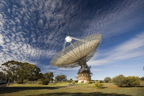 """<span class=""""caption"""">Parkes radio telescope.</span> <span class=""""attribution""""><span class=""""source"""">CSIRO/wikipedia</span>, <a class=""""link rapid-noclick-resp"""" href=""""http://creativecommons.org/licenses/by-sa/4.0/"""" rel=""""nofollow noopener"""" target=""""_blank"""" data-ylk=""""slk:CC BY-SA"""">CC BY-SA</a></span>"""