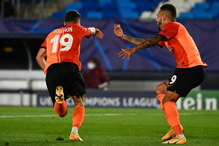Shakhtar Donetsk's Israeli forward Manor Solomon (L) celebrates with Dentinho after scoring in the Ukrainian side's surprise 3-2 win away to Real Madrid