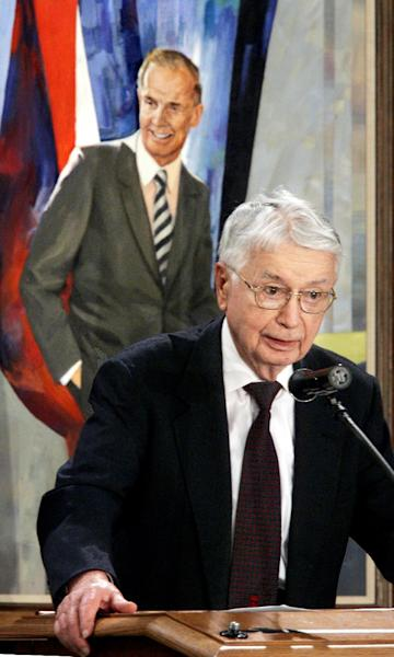 In this Feb. 10, 2008 photo, former Gov. Patrick J. Lucey speaks at a memorial service for the late U.S. Senator William Proxmire at Capitol in Madison, Wis. Lucey, a hard-nosed Democratic politician who later became ambassador to Mexico, died Saturday, May 10, 2014. He was 96. (AP Photo/Wisconsin State Journal, Joseph W. Jackson III)