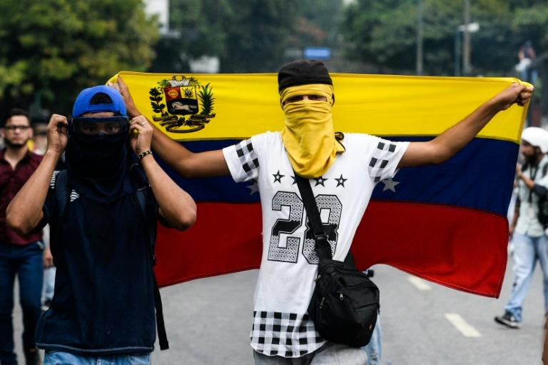 Venezuelan opposition activists clash with riot police in Caracas, on April 10, 2017
