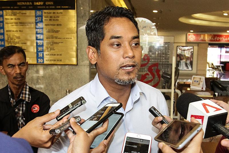 Khairy says opponents Datuk Seri Ahmad Zahid Hamidi and Tan Sri Tengku Razaleigh Hamzah are both experienced politicians and will not resort to negative campaigns. — Picture by Miera Zulyana