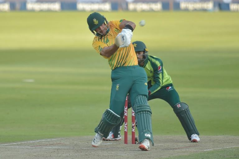 Aiden Markram hit 54 off 30 balls to help South Africa to a six wicket win over Pakistan in the second T20 on Monday