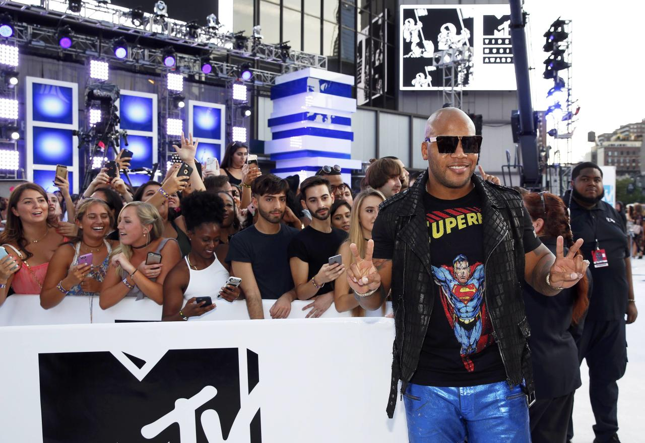 Flo Rida arrives at the 2016 MTV Video Music Awards in New York, U.S., August 28, 2016.   REUTERS/Lucas Jackson