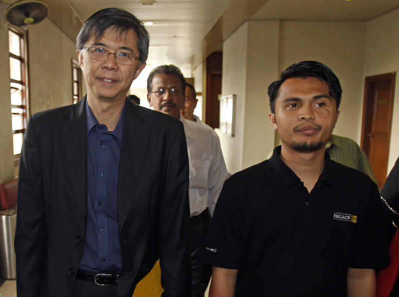 Malaysian opposition leader Tian Chua, left, and student activist Safwan Anang arrive at a court house in Kuala Lumpur, Malaysia, Wednesday, May 29, 2013. Prosecutors have filed sedition charges against another four opposition politicians and activists, including Chua and Anang, who urged Malaysians to protest what they insist was a fraud-tainted victory by the ruling coalition in recent national elections. (AP Photo/Lai Seng Sin)