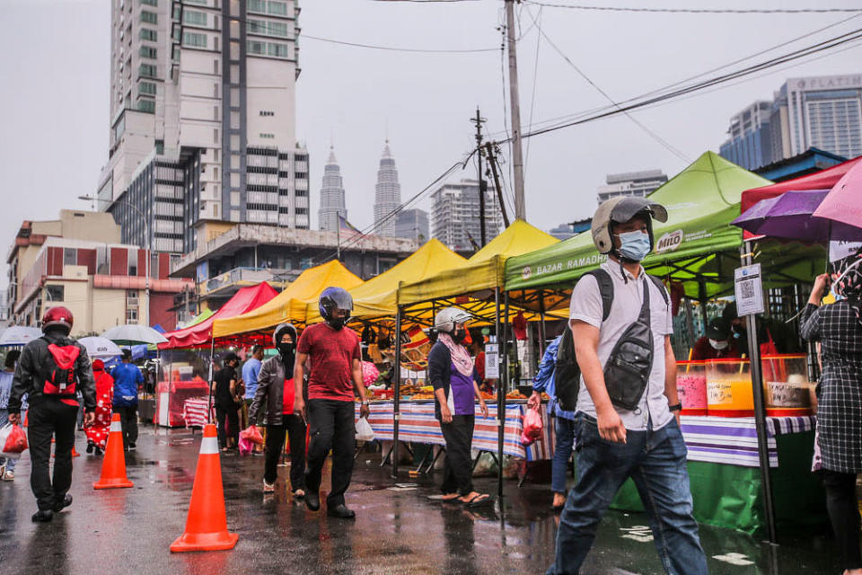 Selangor Mentri Besar Datuk Seri Amirudin Shari said the May 8 was chosen to allow the bazaar operators and traders some grace period to clear their existing stock. ― Picture by Hari Anggara