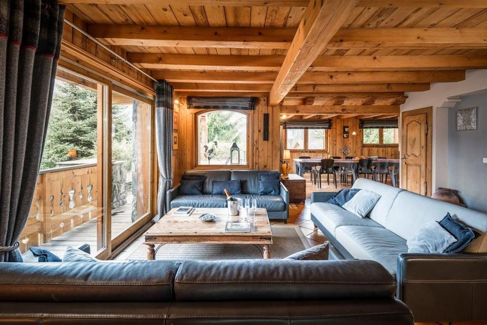 On our first evening we settle down to our Premium Chalet, made complete with champagne on ice (Ski France)