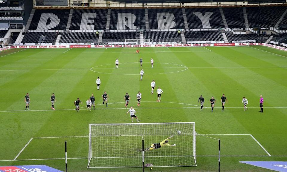 Derby County's Martyn Waghorn slots home his second, and the Rams' third goal of the game.
