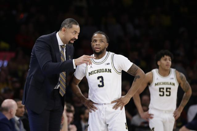"""Michigan guard <a class=""""link rapid-noclick-resp"""" href=""""/ncaab/players/136106/"""" data-ylk=""""slk:Zavier Simpson"""">Zavier Simpson</a> missed one game last month days after he crashed athletic director Warde Manuel's family car. (AP/Frank Franklin II)"""
